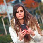 girl-w-phone